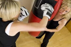 Frauen am Boxsack